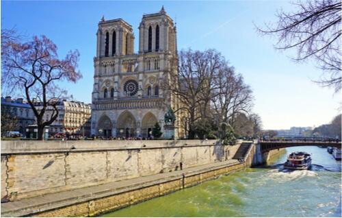 Contre la réfection en plomb de la toiture de Notre-Dame de Paris