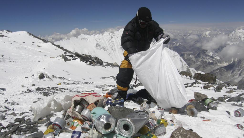 Stop à la pollution de l'Everest !!